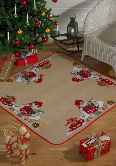 Christmas tree skirt, square, santa claus and geese