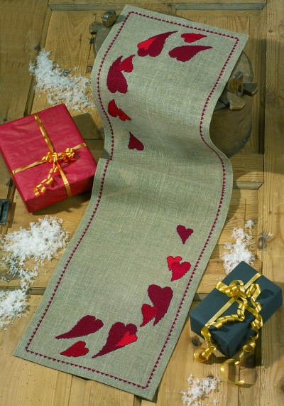 Table runner with red hearts