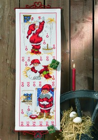 White christmas calendar with 3 Santas. Permin 34-1233.