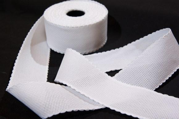 Aida drape in white for embroidery, 6 threads pr. cm, 5 cm wide