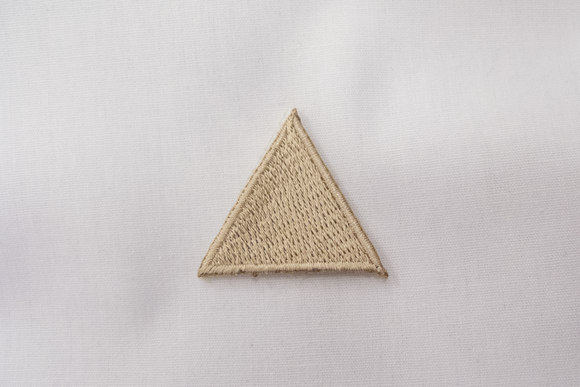 Beige triangle patch 3cm