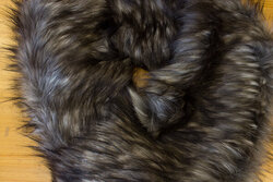 Fake fur piece in faux long-haired luxux fur ca. 20 x 150 cm in grey-brown and black