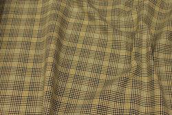 Firm, medium-thickness checks with very discrete guldtråd