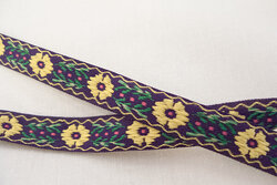Woven ribbon flowers dark purple/light yellow 1,2cm