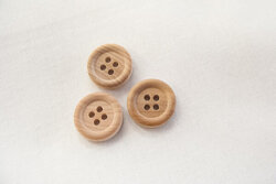 Wooden button 1,4cm