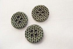 Dusty green knitted-look button 2,5cm