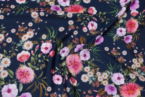 Lightweight, navy blusepolyester with pink and lílla flowers