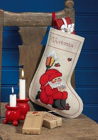 The elf below the lamp, christmas stocking. Permin 41-5202.