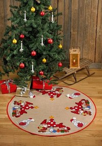 Round Christmas tree skirt with mushrooms and elfs. Permin 45-5228.