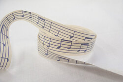 Off white ribbon with musical notes 1,5cm