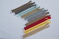 10 assorted colours zippers