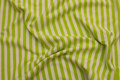 Across-striped, gennemfarvet cotton-jersey in lime and white .