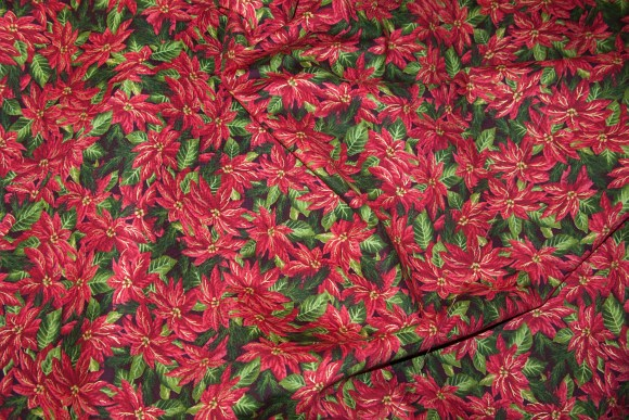 Red-green patchworkcotton with flowery holly print