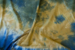 Cotton-jersey in batique brass and blue and olive-colored