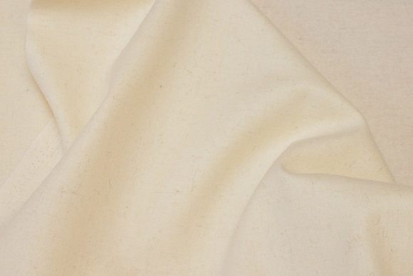 100% medium-thickness wool flannel in off-white with nister