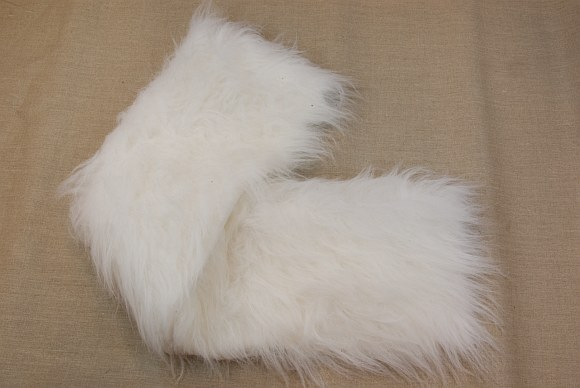 Long white fur in nice fake quality in 20 cm piece