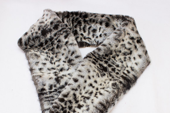 Fake fur piece in supersoft faux snow-leopard