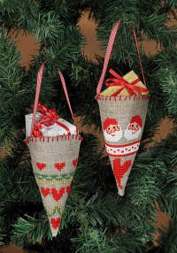 Embroidery cones as christmas trees ornaments. Permin 3246-21.