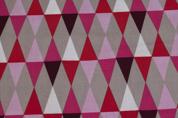Cotton with domino-pattern in red, soft red, sand
