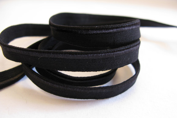 Elastic piping, black