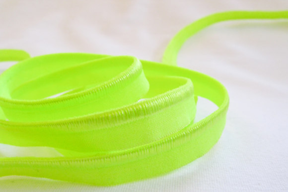 Elastic piping, flourescent yellow/green