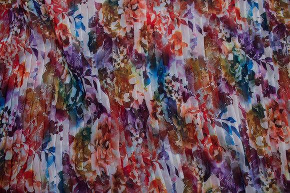Slightly transparent plissé chiffon in white, red, blue, purple