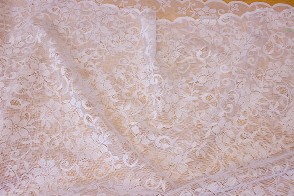 White drape-lace with scallop edge in both sides