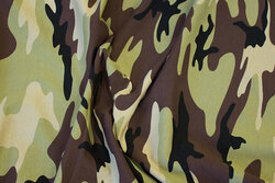 Cotton-jersey in camouflage in light olive-colored, brown and sand