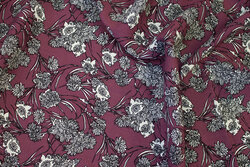 Heather-colored blouse-viscose with ca. 6 cm white and grey flowers