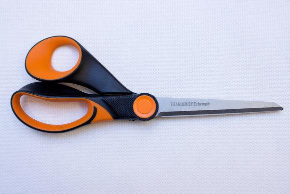Titanium coated scissors 21 cm