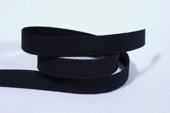 Black, firm quality elastic 2,5 cm wide