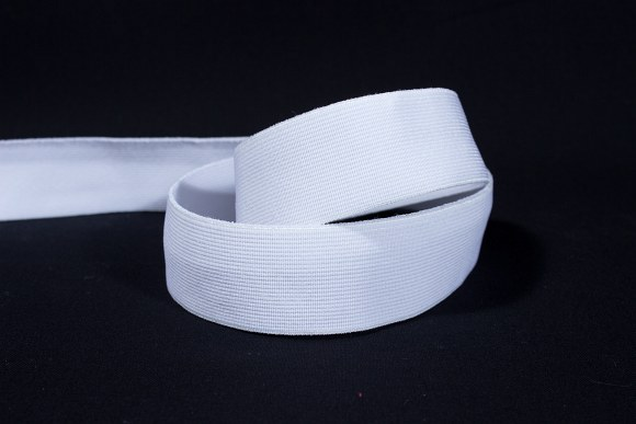 White, firm quality elastic 2,5 cm wide