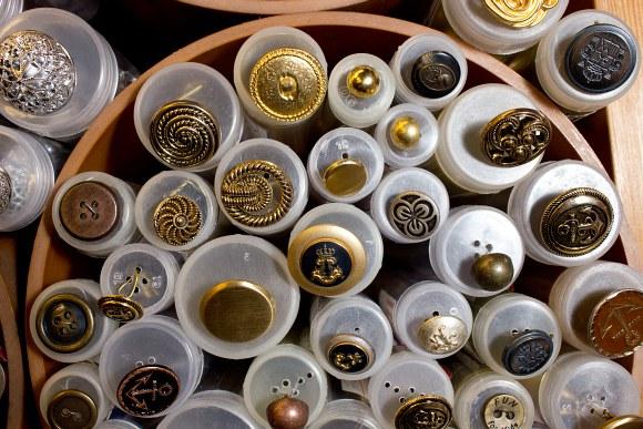 Metal buttons 11