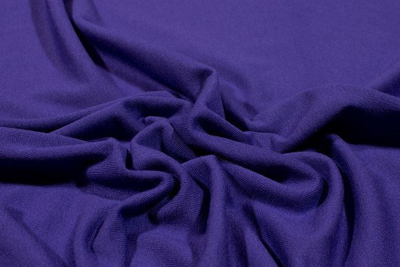 Purple stretchjersey in quality viscose and lycra