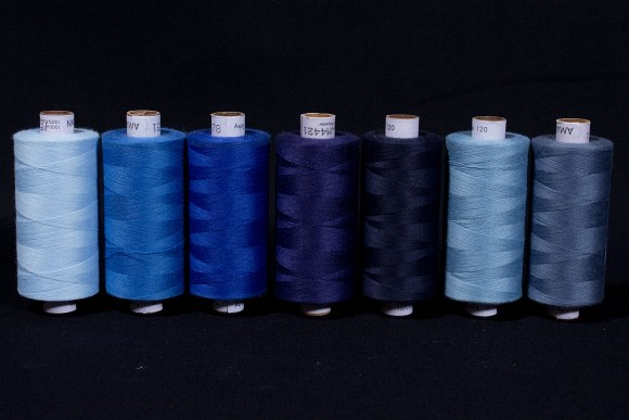 Synthetic thread standard quality, blue colors, 1000 m