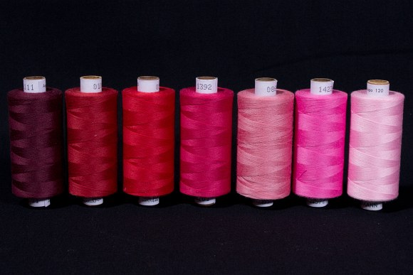 Synthetic thread standard quality, red colors, 1000 m