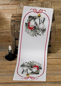 Table runner with elf and reindeer. Permin 75-9646.