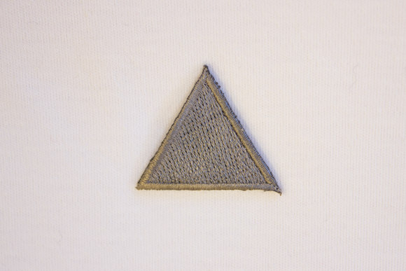 Grey triangle patch 3 cm