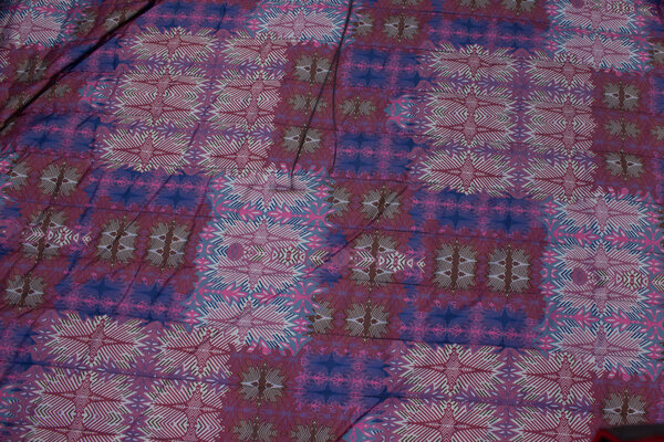 Light coated quilt in plum-colored with unicolored navy back
