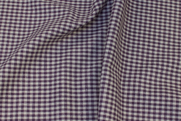 Medium-thickness, dusty-purple linen and cotton with ca. 5 mm checks
