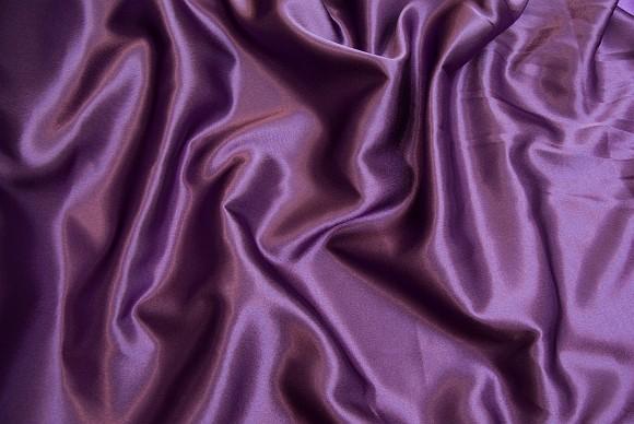 Crepe sateen in dark purple