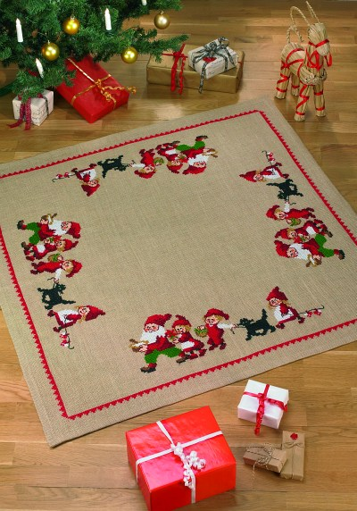 Christmas tree skirt, sqaure, with flok of elfs