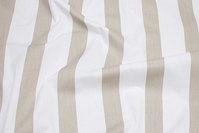 Cotton and polyester poplin in white and sand striped on langs