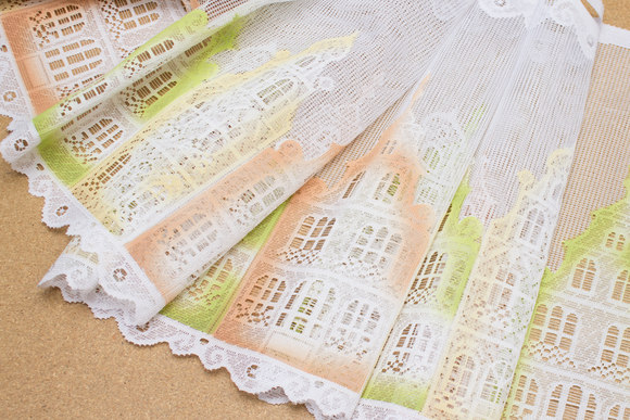 White café drape with houses in orange and lime, 35 cm tall