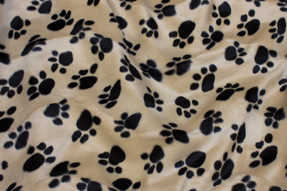 Beige faux pelsstof with black paws