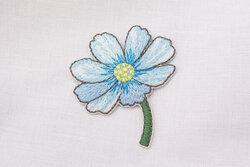 Patch flower light blue 4 x 3 cm