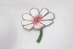 Patch flower white 4 x 3 cm