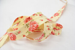 Bias tape, pastel yellow with roses 2 cm