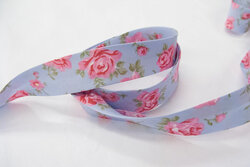 Bias tape, babyblue with roses 2 cm