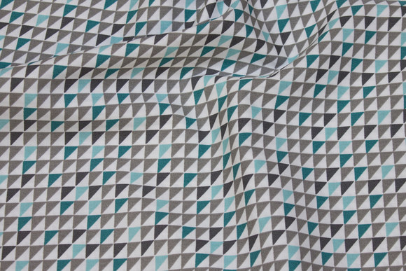 White cotton with small triangle-pattern in grey and mint